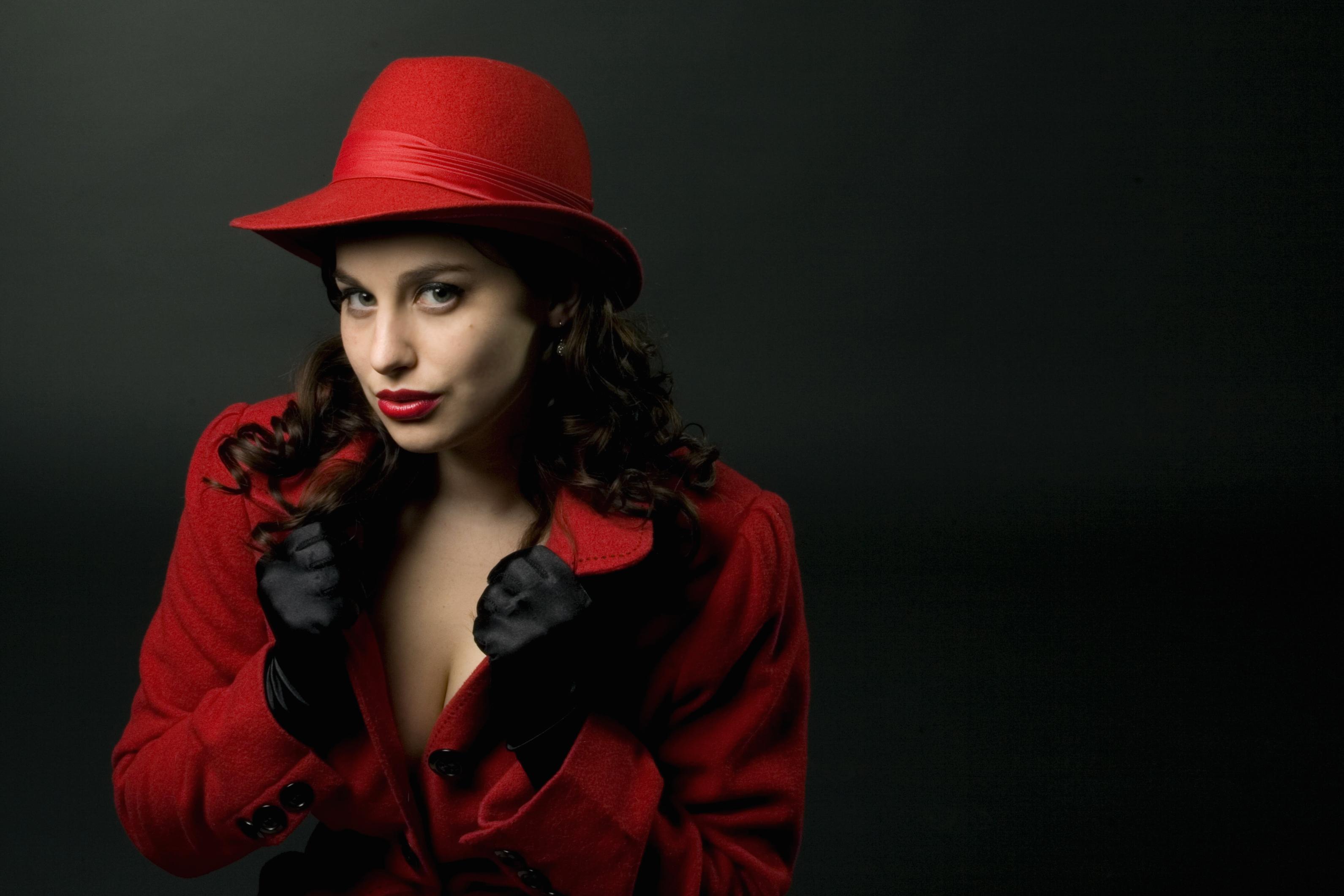 француженка в красной шляпе  № 156033  скачать