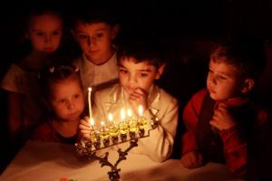See, even the lil Jewish kids look dubious!